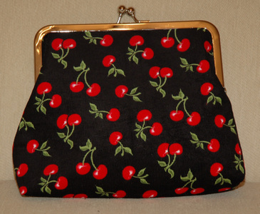 Medium_cherries_purse